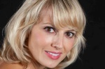 Nicole Headshot